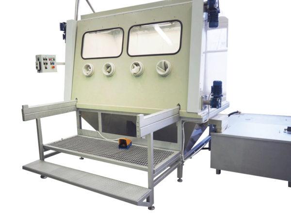 КС-1401 Установка гидроабразивной очистки с 4 перчаточными портами