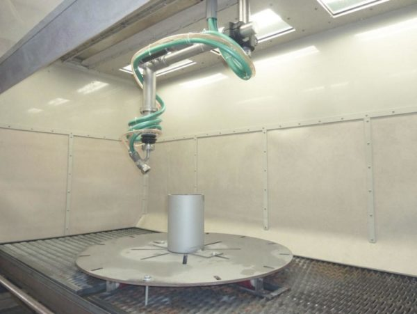 Рабочая зона установки гидроабразивной очистки КС-1402А/5D с манипулятором