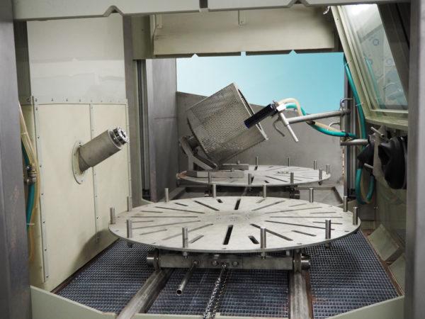 Рабочая зона установки гидроабразивной очистки КС-150АП