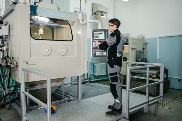 Установка гидродробеструйного упрочнения КС-150А/5D