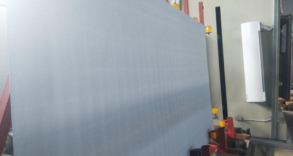 Очищенный гидроабразивом титановый лист от окалины